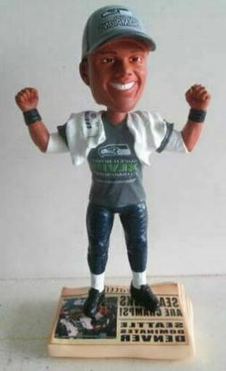 Russell Wilson  Super Bowl T-Shirt/Hat EXCLUSIVE Bobblehead